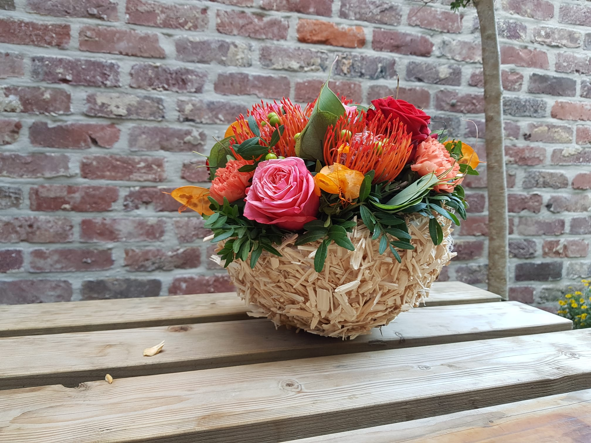 Herfst op zijn best. Herfststuk 35 euro.  indien u een schaal erbij wenst 36.30 euro, We hebben ook een maatje kleiner van 24.20 euro-workshop-puur-fleur